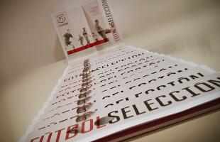 Diseño y maquetación de cuadríptico para FÚTBOLSELECCIÓN - Ixotype
